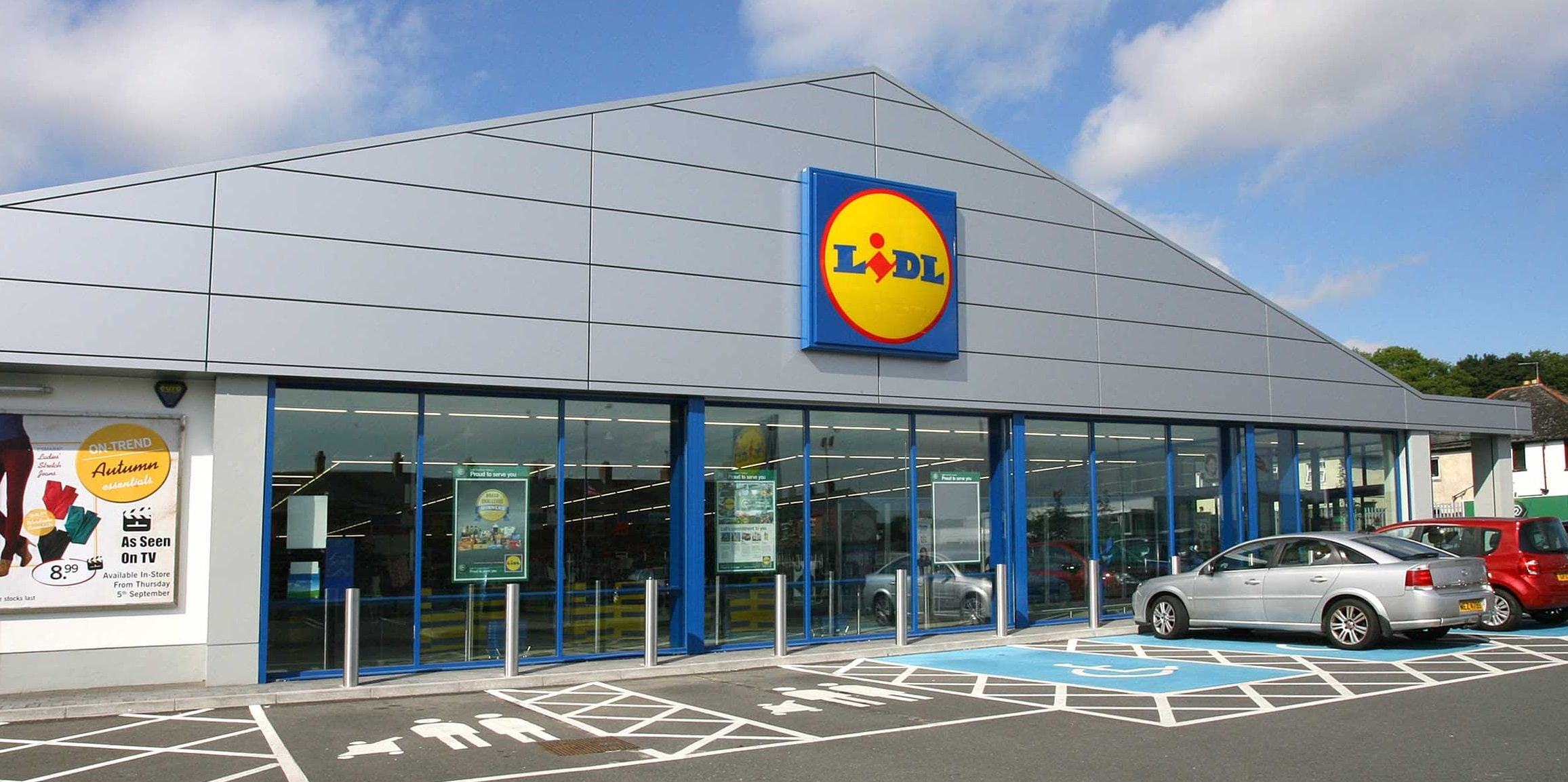 Competition of Lidl and Aldi on the US market | Finance and Markets