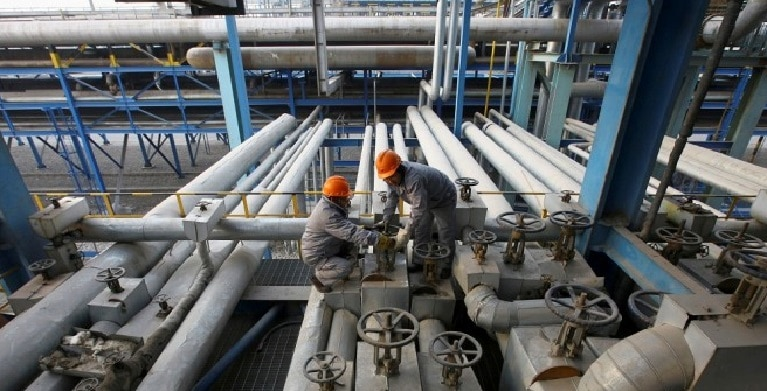 Crude oil prices went down, but remain close to its peak