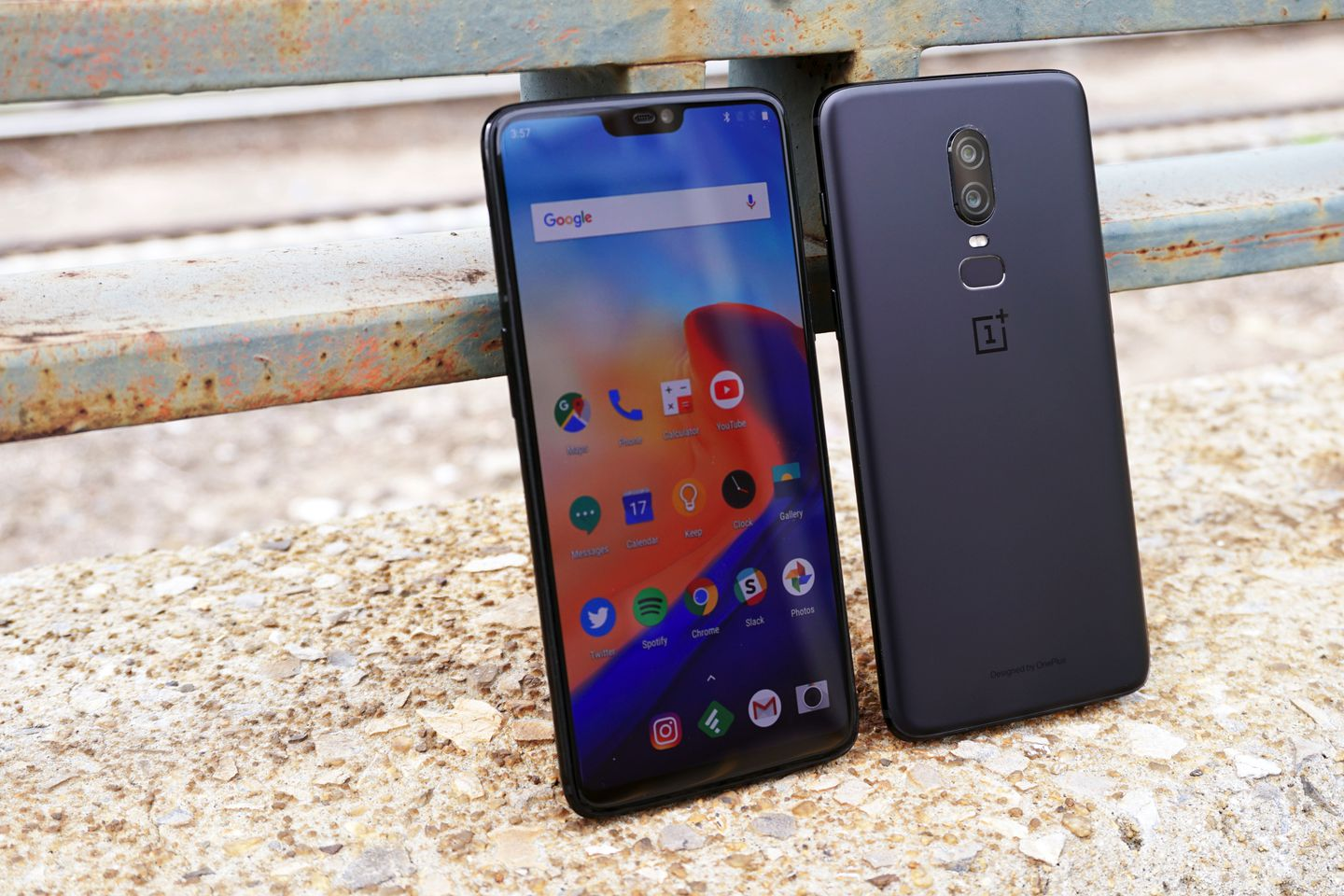 Chinese smartphone maker OnePlus enters the US market with two key partnerships