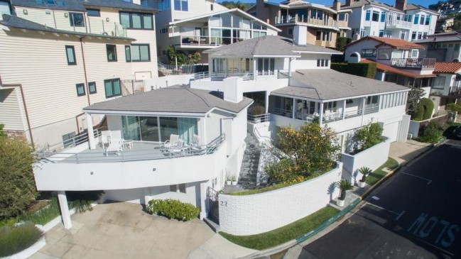 Warren Buffett Found Buyer For His House On The Beach In California
