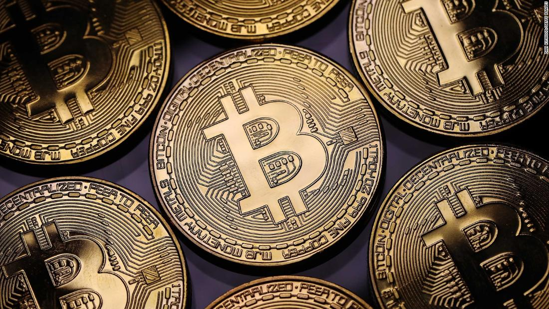 Bitcoin faces renewed sales pressure above the 3,700 USD level