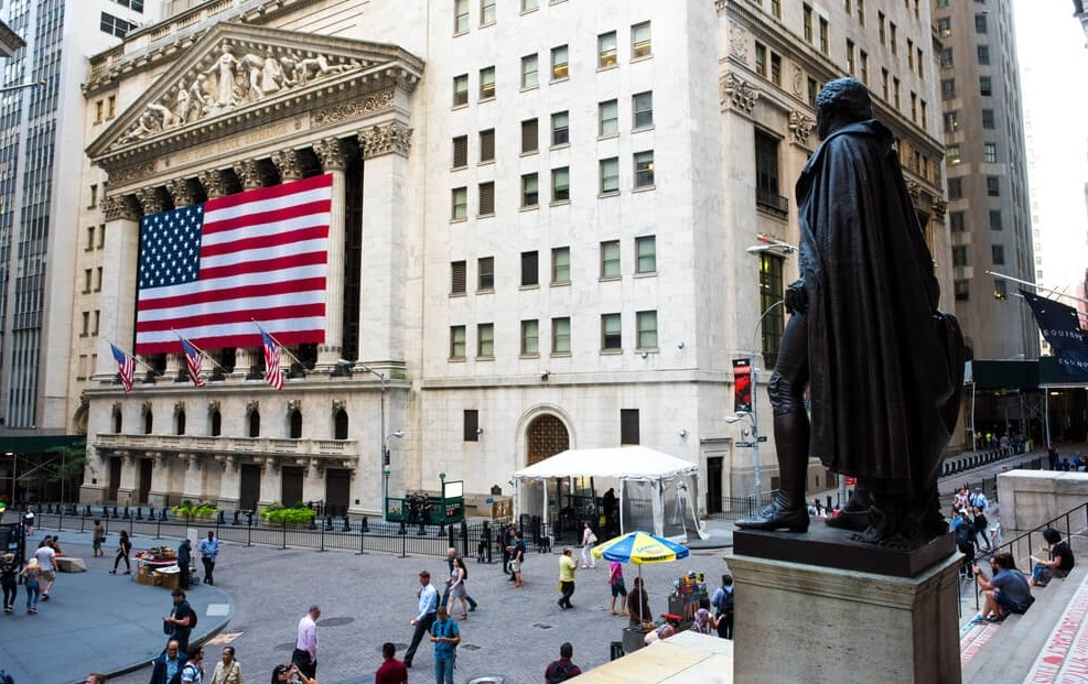 NYSE closed into the green amid the first corporate reports