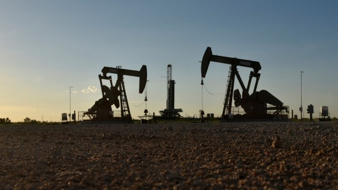 Crude oil prices regain 1% on Friday but head to their biggest weekly decline