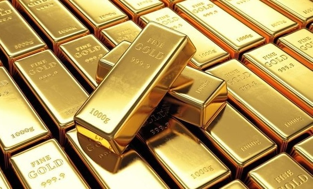 Gold retreats from the one-week high against the strengthening US dollar