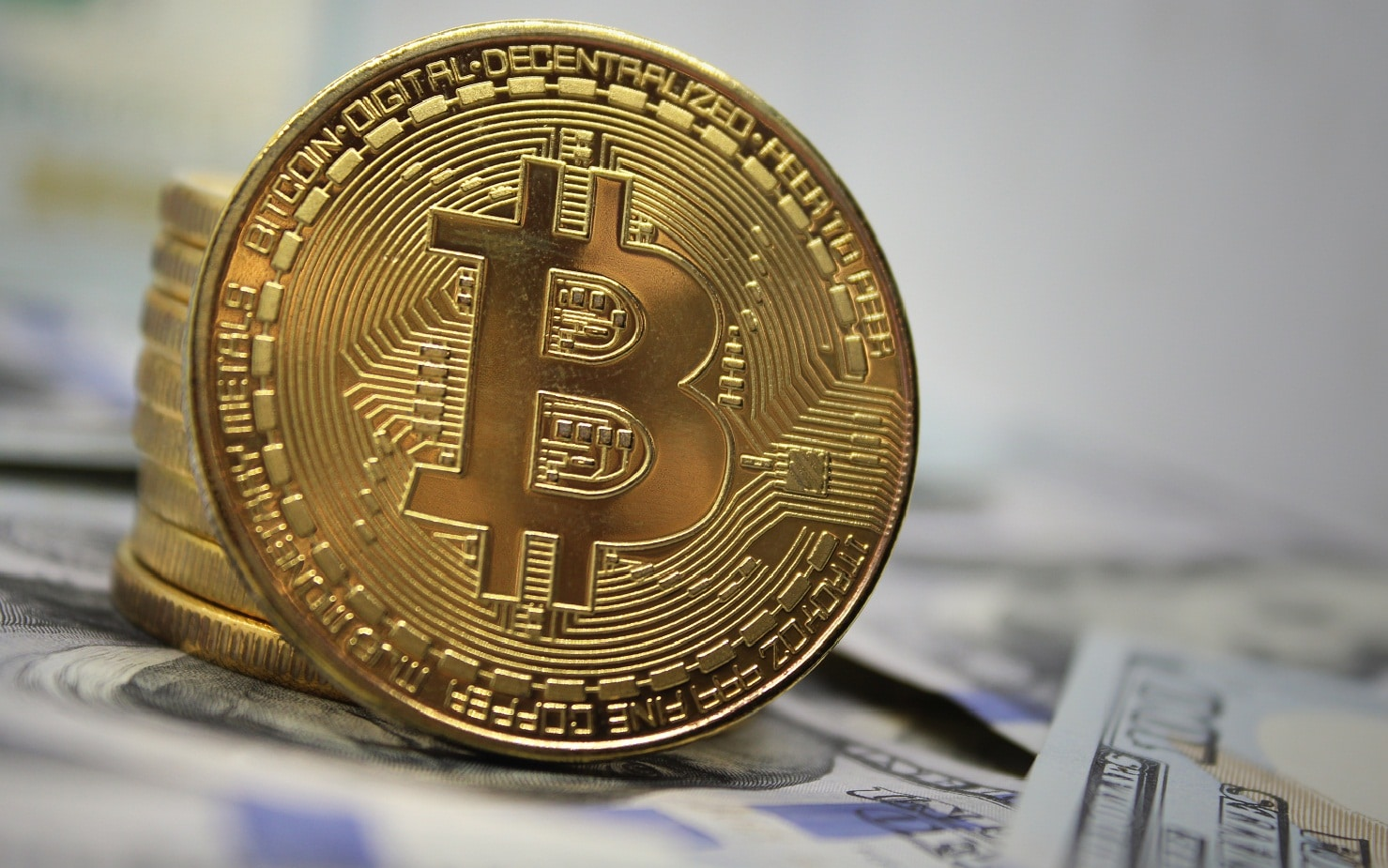 Bitcoin price fluctuates between resistance and support at 7,860 USD