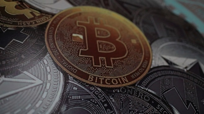 Bitcoin fell below 8,000 USD after whale speculation of the crypto market