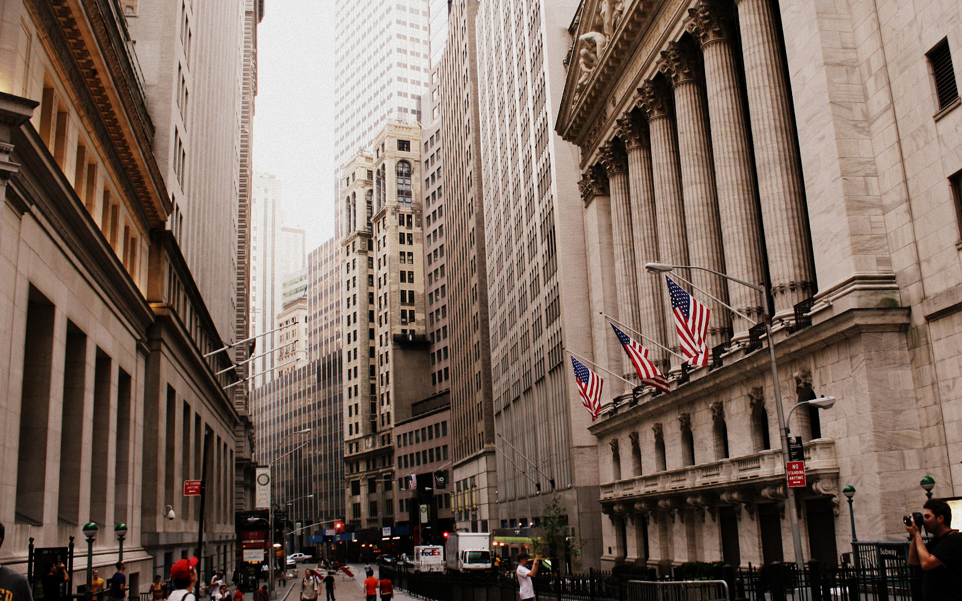 Wall Street indexes ended trading tentatively ahead of G20 summit