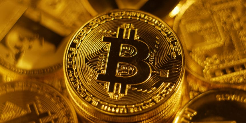 Bitcoin continues edging lower on Monday