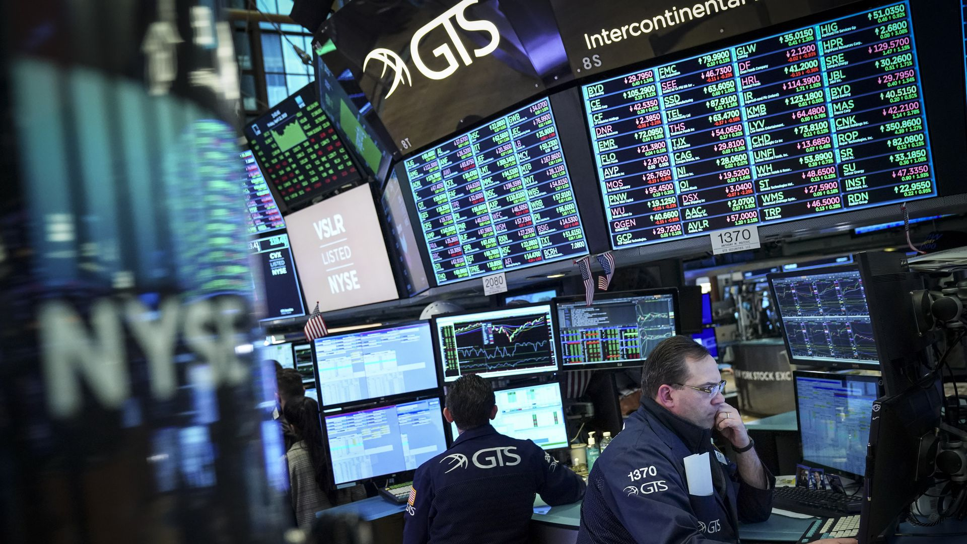 Global stocks trade firmly higher on hopes of near-term interest rates cuts