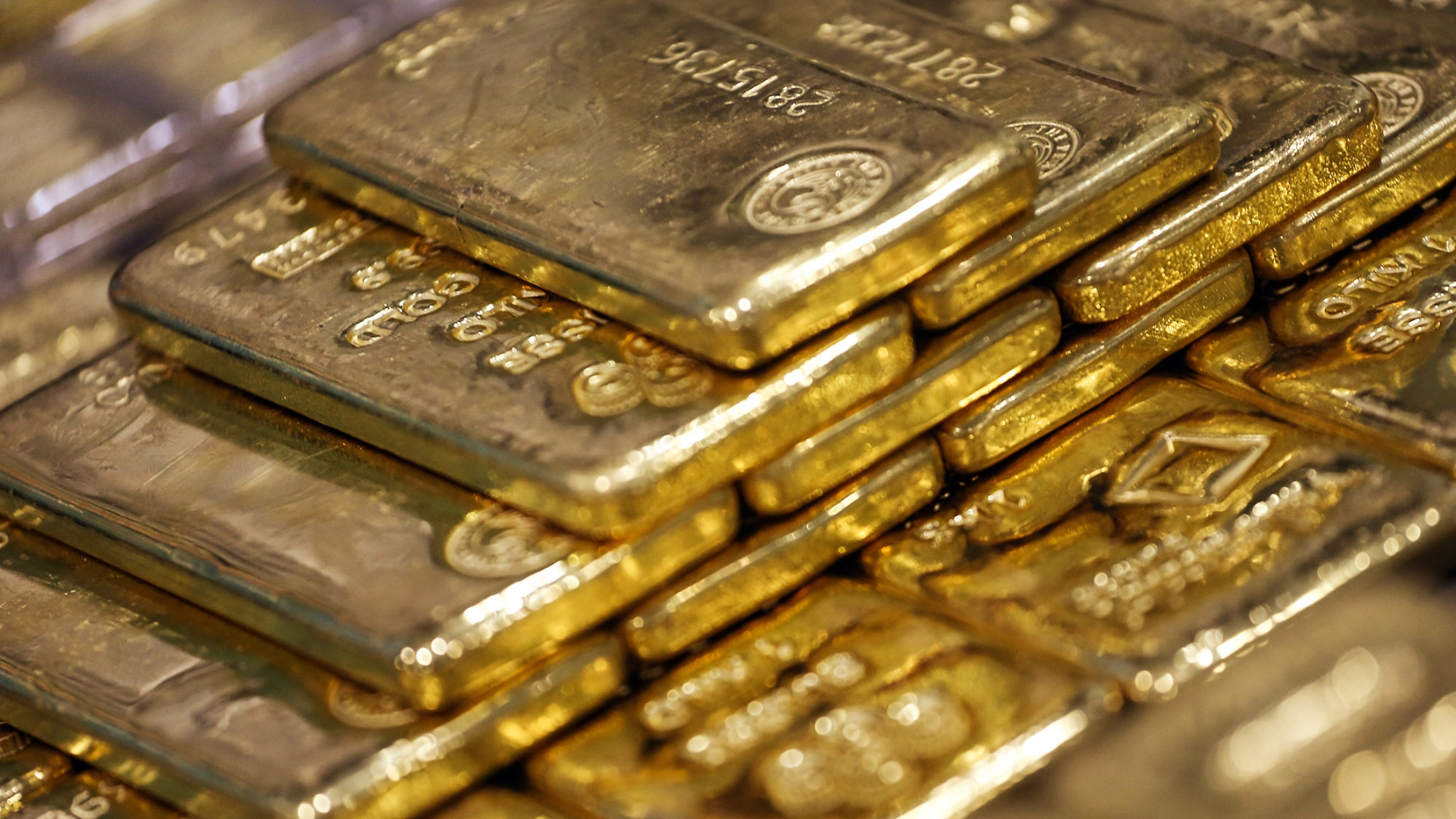 Gold prices rose to a one-week high