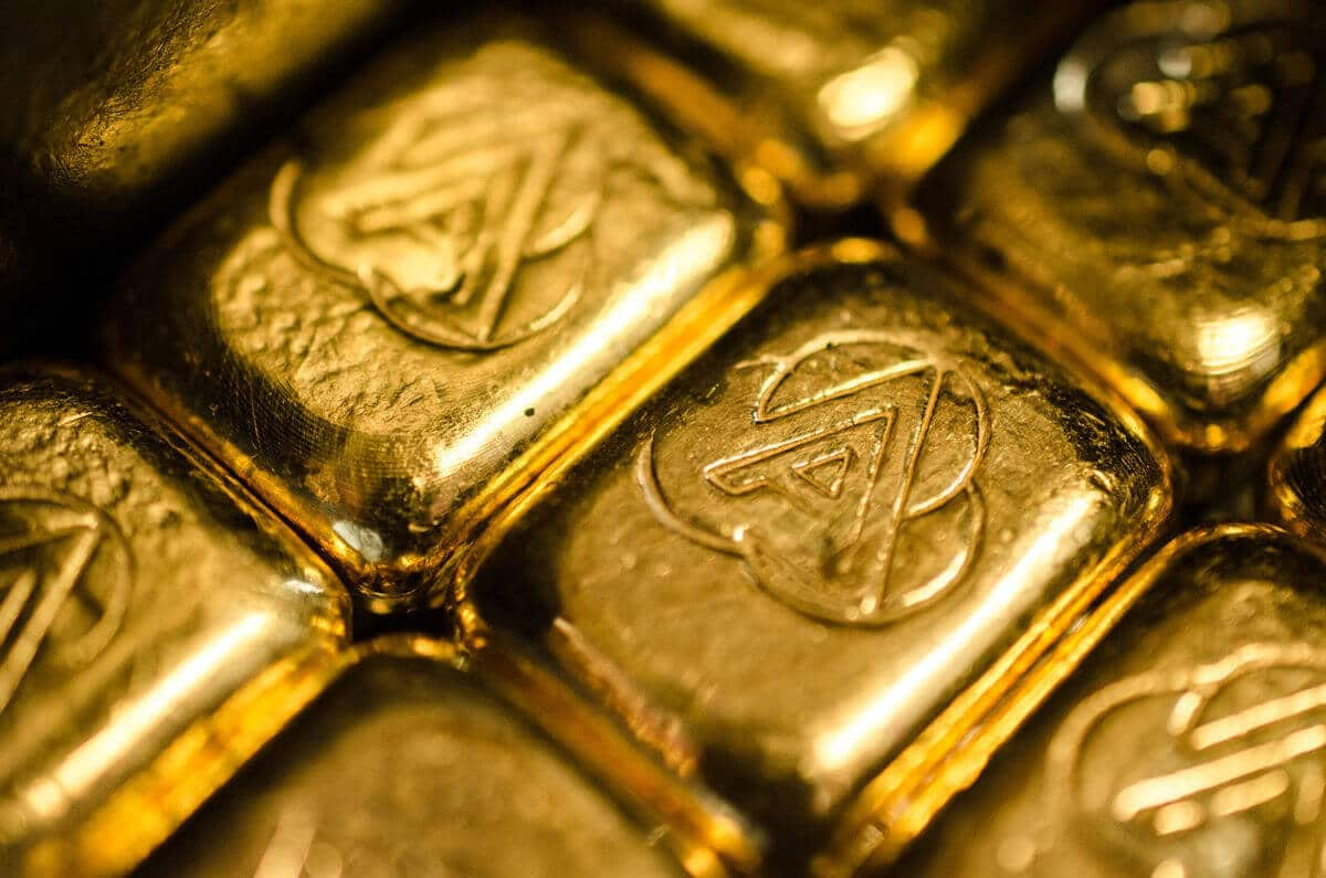 Gold prices edged lower ahead of the US jobs data
